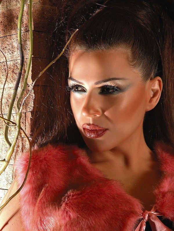 ===La mujer, un bello rostro...=== - Página 2 2fc2e80d